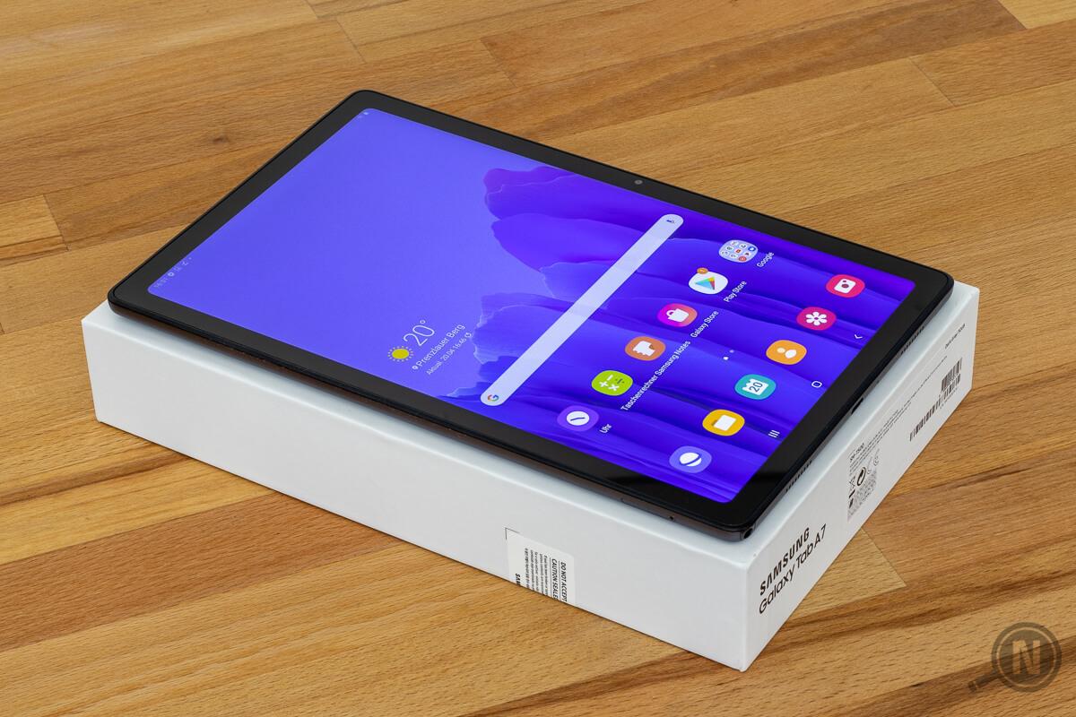 Das Samsung Galaxy Tab A7 auf seiner Packung.