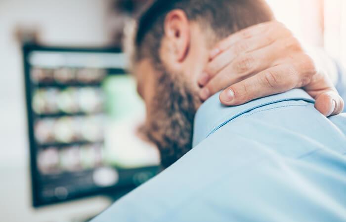 Nackenschmerzen am Monitor