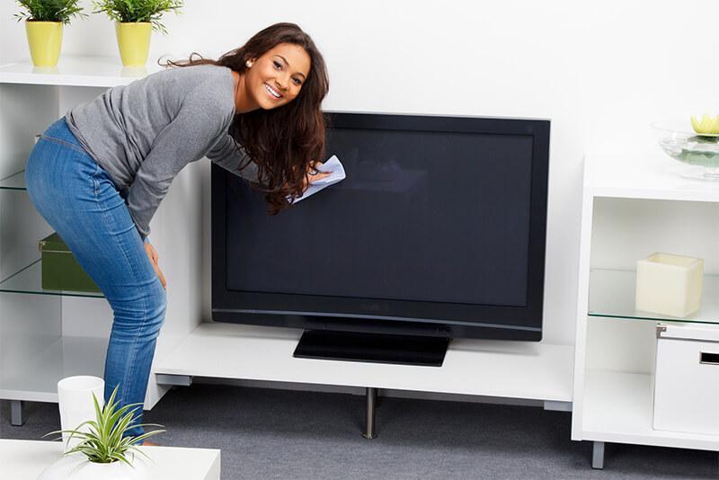 Fernseher putzen