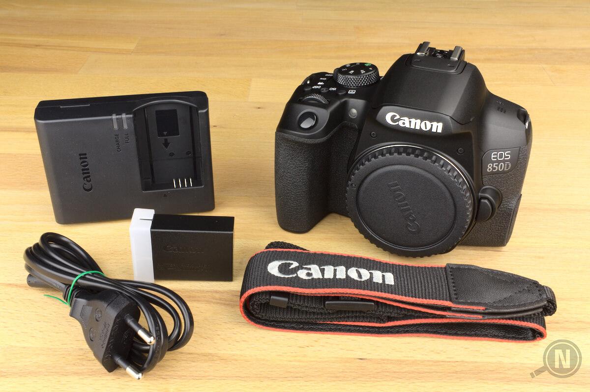 Ladegerät, Akku, Ladegerätkabel, Spiegelreflexkamera ohne Objektiv und Kameragurt