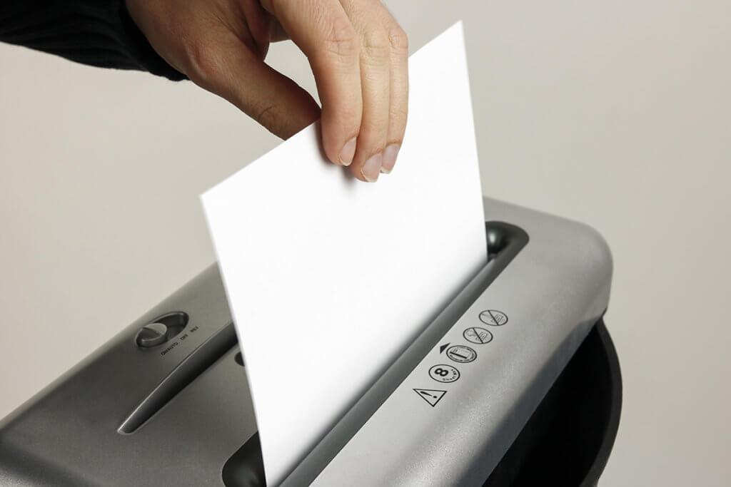 Papier wird geschreddert