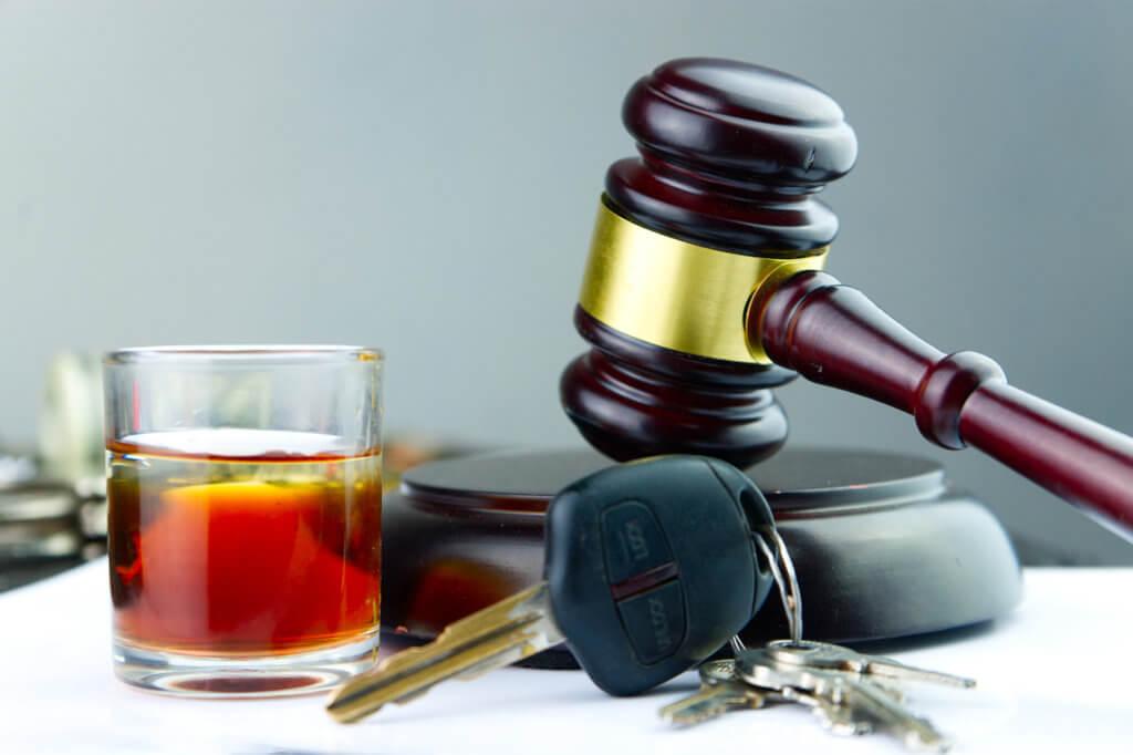 Alkohol, Schluessel, Gerichtshammer