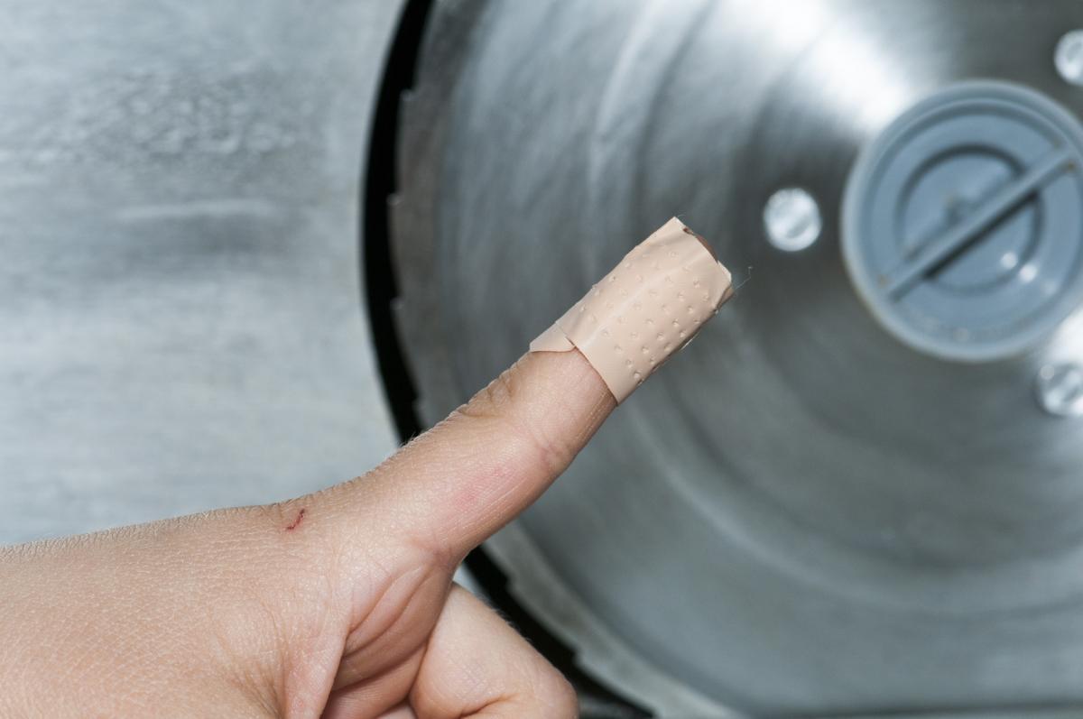 Brotschneidemaschine Verletzungsgefahr