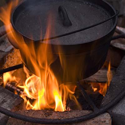Dutch Oven auf Feuer
