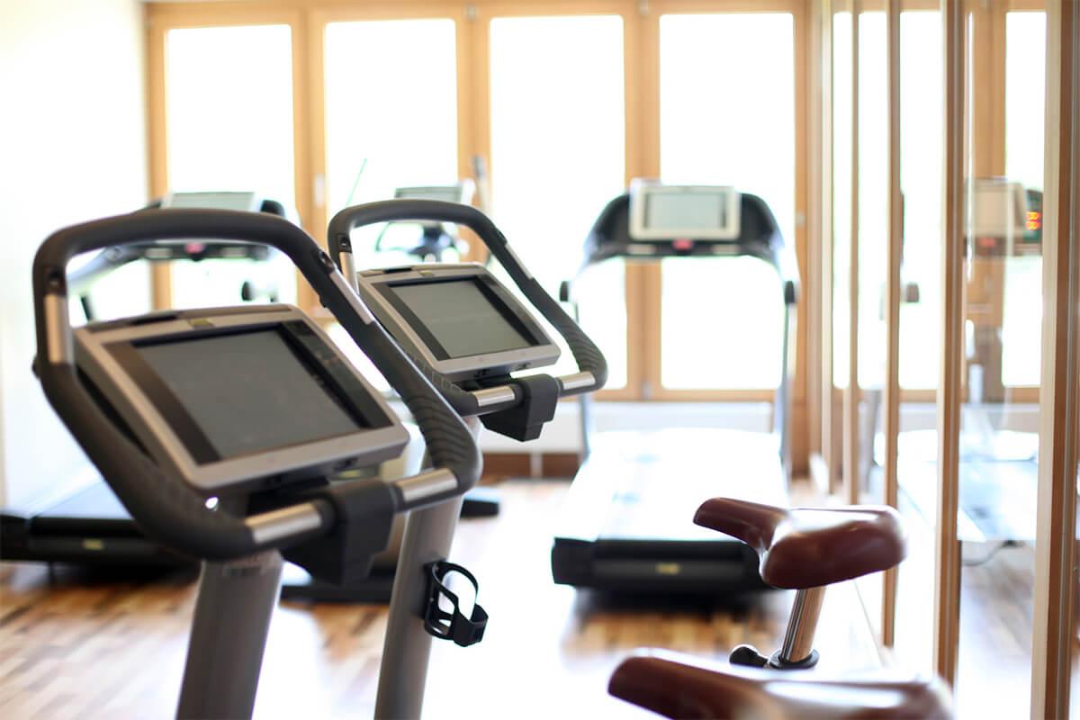 Ergometer im Fitnessstudio