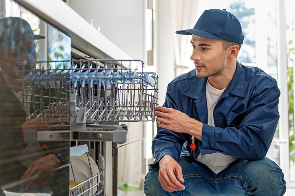 Reinigung und Pflege eines Geschirrspülers