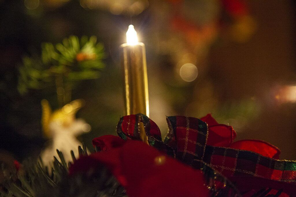 eingeschaltete kabellose Weihnachtskerze