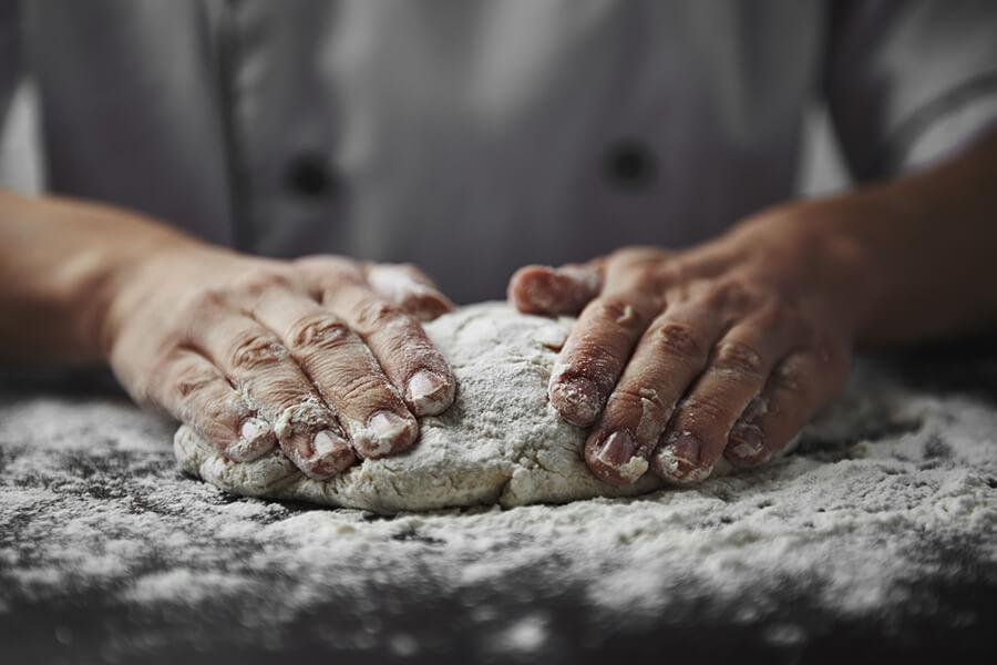 Pizzateig kneten