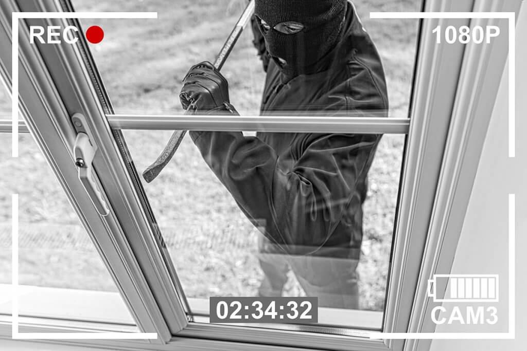 ueberwachungskamera-einbrecher_wird_gefilmt